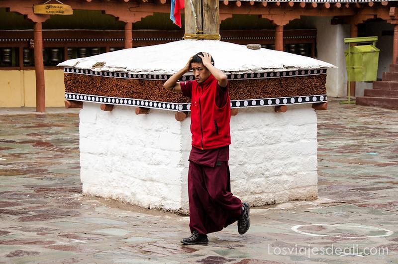 valle del indo monje del monasterio Hemis