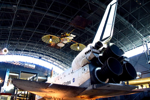 Space Shuttle Discovery | by AZjohnny