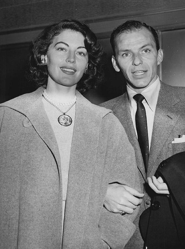 Sinatra56