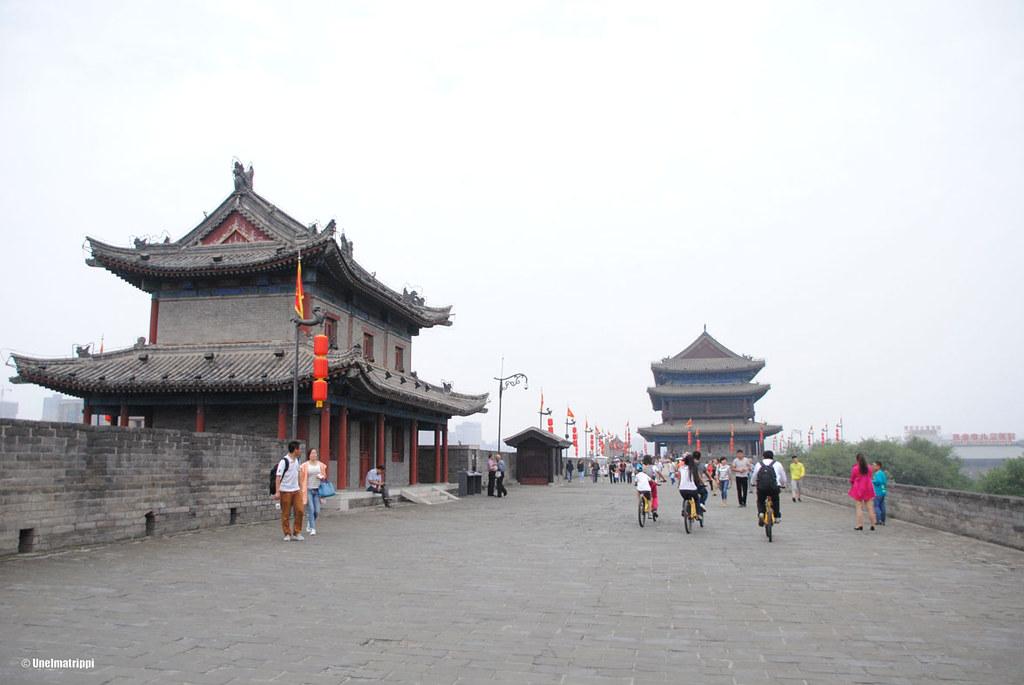 Xi'anin kaupunginmuurilla lenkkeilemässä