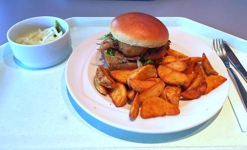 Duck burger - Pulled duck with frisée lettuce, Tomato, deep-fried onion ring & potato slices / Entenburger - Gezupfte Ente in Broichesemmel mit Friseesalat, Fleischtomate dazu frittierter Zwiebelring & Kartoffelspalten
