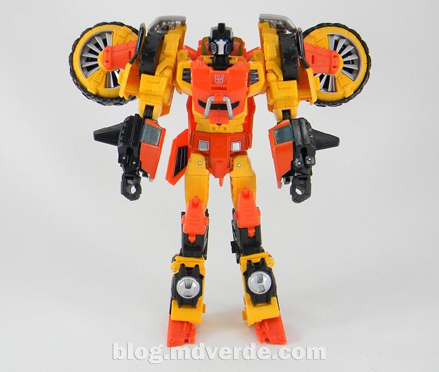 Transformers Sandstorm Voyager - Transformers Generations Takara - modo robot