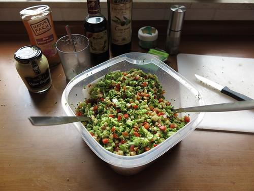 Broccoli-Apfel-Paprika-Salat (= mein Beitrag zum Grillen)
