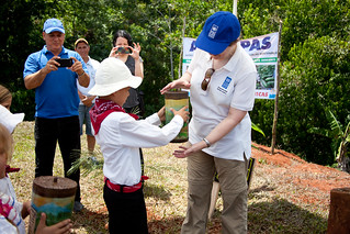 UNDP Administrator Helen Clark receives a recognition from the Community of Bijagual | by United Nations Development Programme