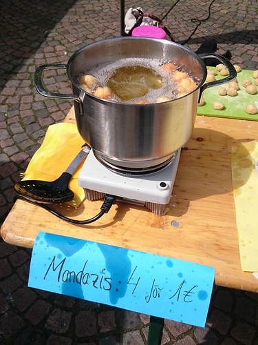 Mandazi-Stand der Ursula-Schule auf dem Afrika-Festival in Osnabrück