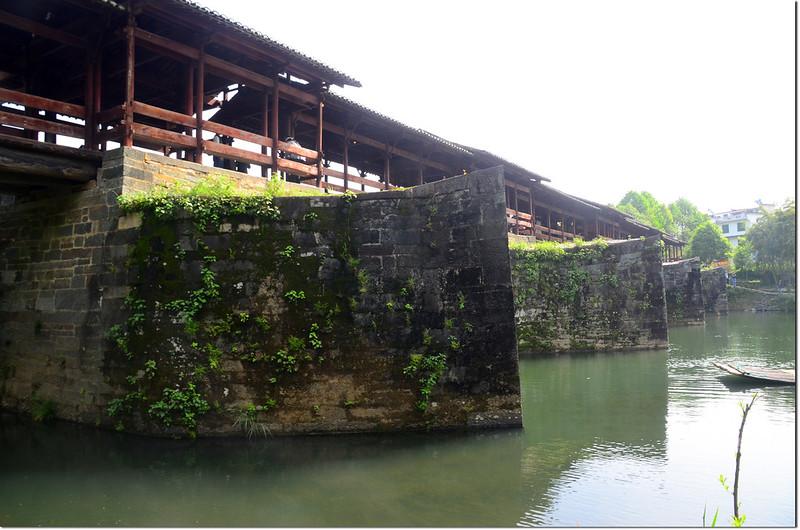 婺源彩虹橋具分水功能的橋墩 2