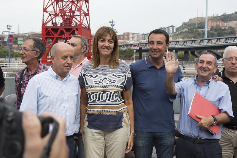Idoia Mendia se reúne con sindicalistas en museo marítimo de Bilbao