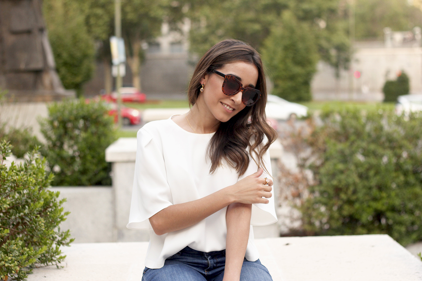 White blouse jeans earrings jewellery corte ingles joyería verano summer outfit style5