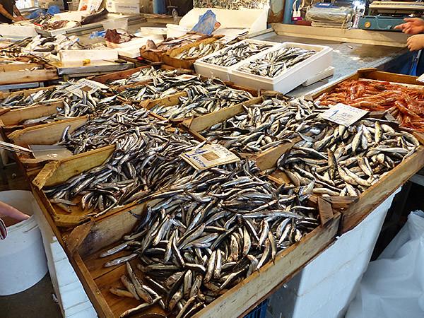 encore des poissons au marché