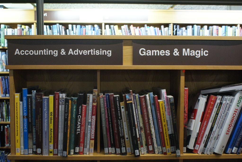 J'adore cette classification : Comptabilité & Publicité d'un côté, Jeu et magie de l'autre.