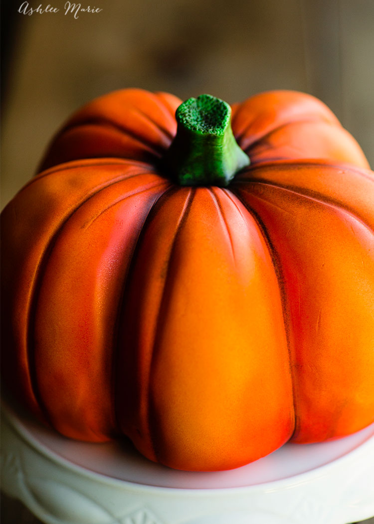 a full video tutorial to create your own carved and airbrushed pumpkin cake