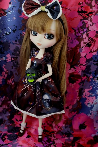 My Select Merl in Antique Skull Dress