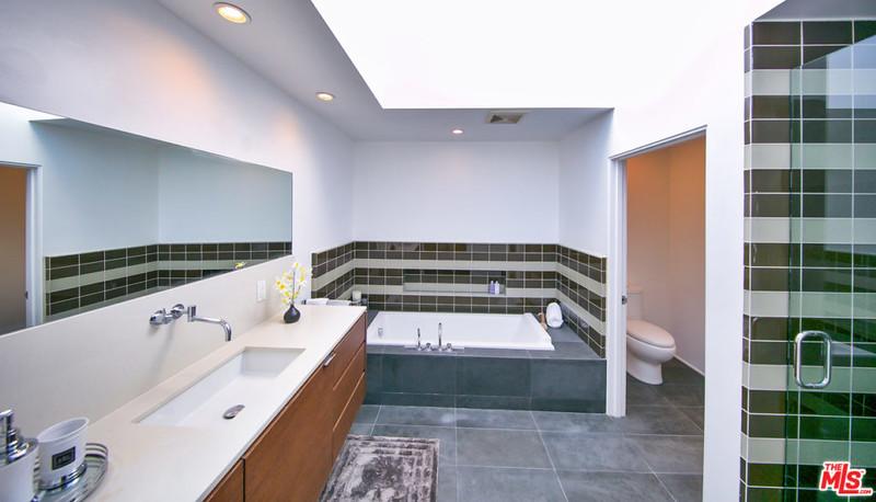 Ванная комната в доме Эмбер Роуз
