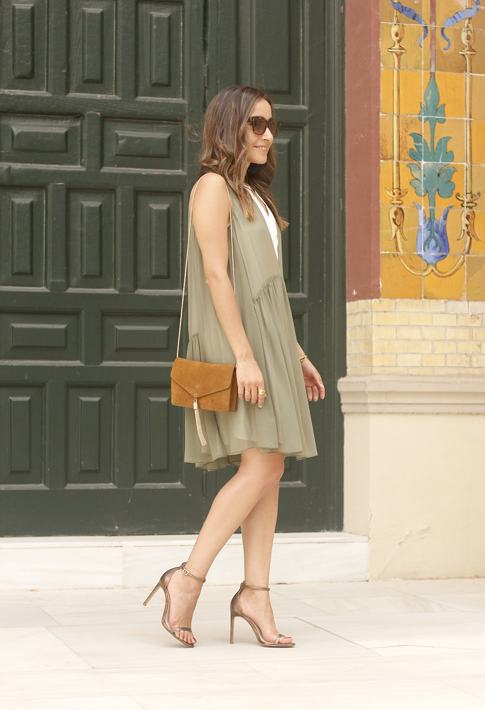 Olive green maje dress bronze heels uterqüe bag Mango earrings summer outfit07