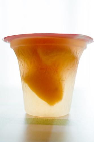 たらみ とろける味わい ジュレ、白桃ジュレの側面