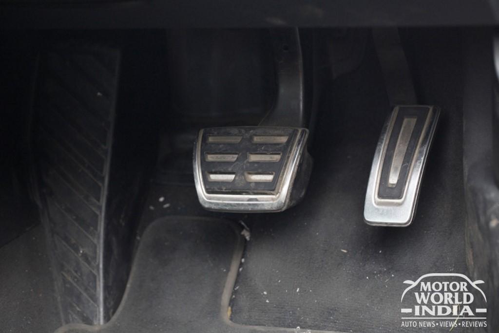 Audi-TT-Interior-Pedal-Cluster