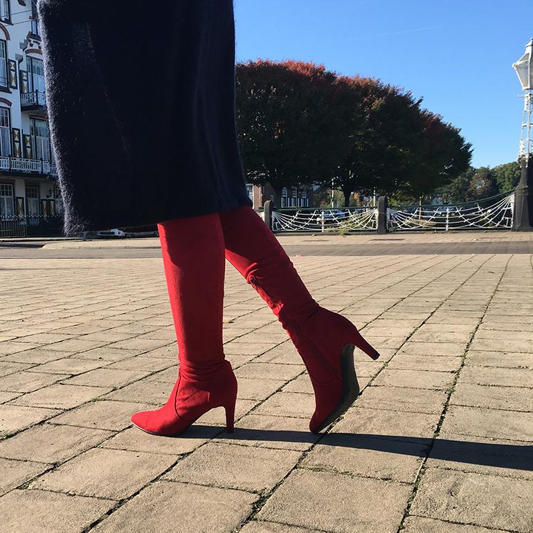 de shoe tag, birkenstocks, overknee laarzen, balmain x h&m, louboutin, comfortabele schoenen, sneakers, kortingscode.nl, bonprix, schoenentrends 2016, enkellaarzen, adidas stan smith, h&m paris show collection, gladiatorsandalen, ugg australia, hakken, platte schoenen, anna nooshin, fashion blogger, fashion is a party