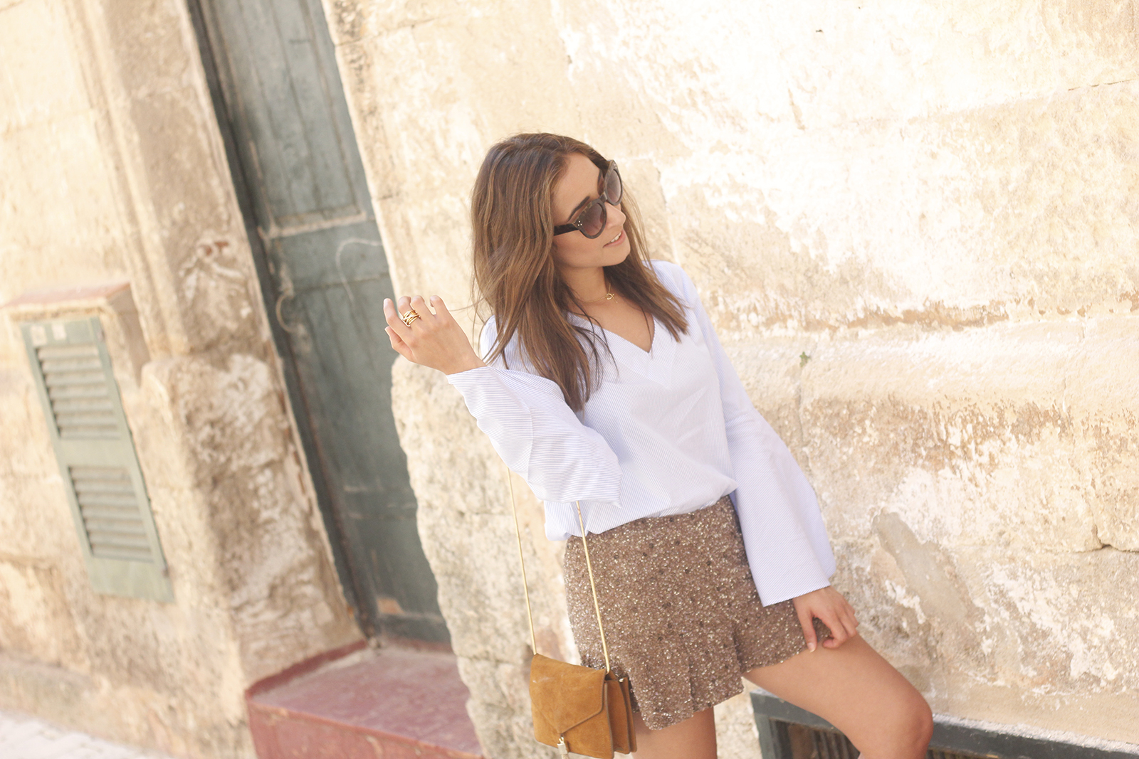 sequined shorts bell sleeves striped shirt summer flat sandals summer fashion outfit19