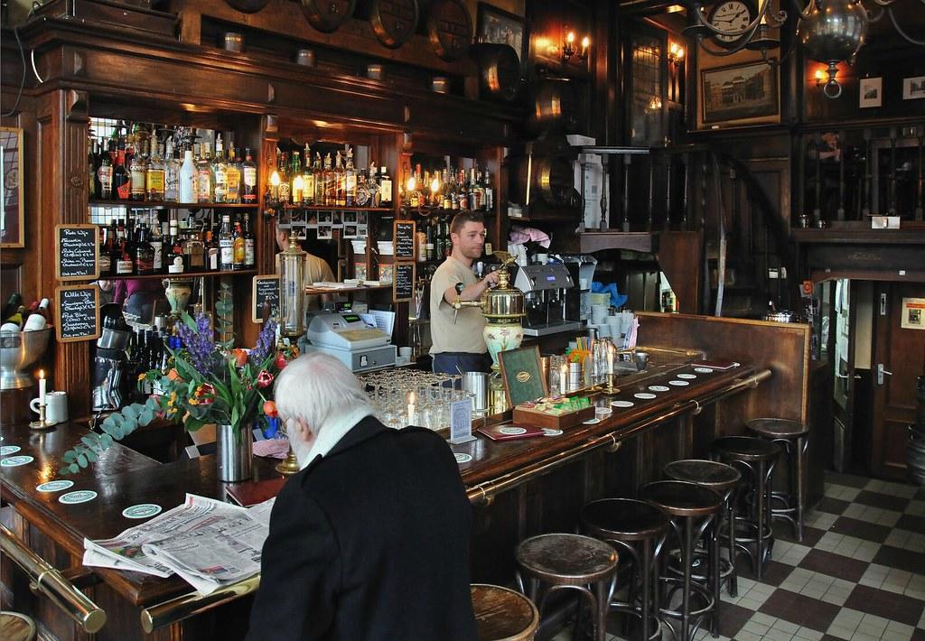 A l'intérieur du café T'Smalle à Amsterdam.