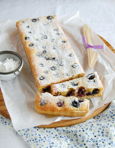 Blueberry and almond tart / Torta de amêndoa e mirtilos | by Patricia Scarpin