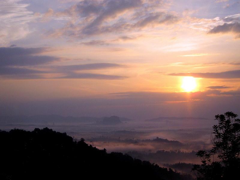 Bukit Panorama, Sungai Lembing - 06 rising sun