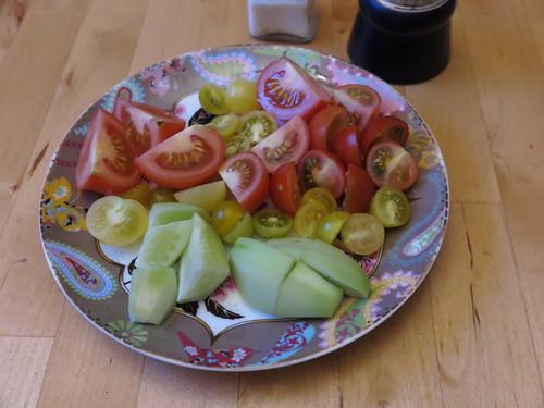 Tomaten und Gurken aus eigener Ernte von Freunden