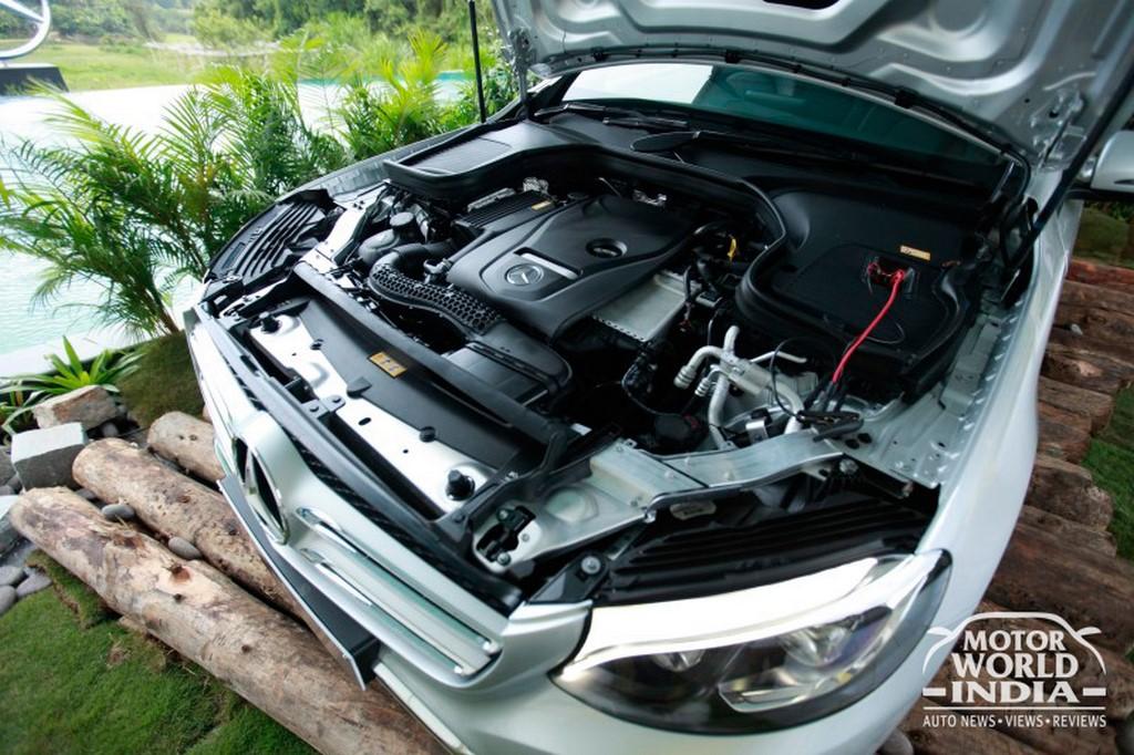 Mercedes-Benz-GLC-Engine-Bay (2)