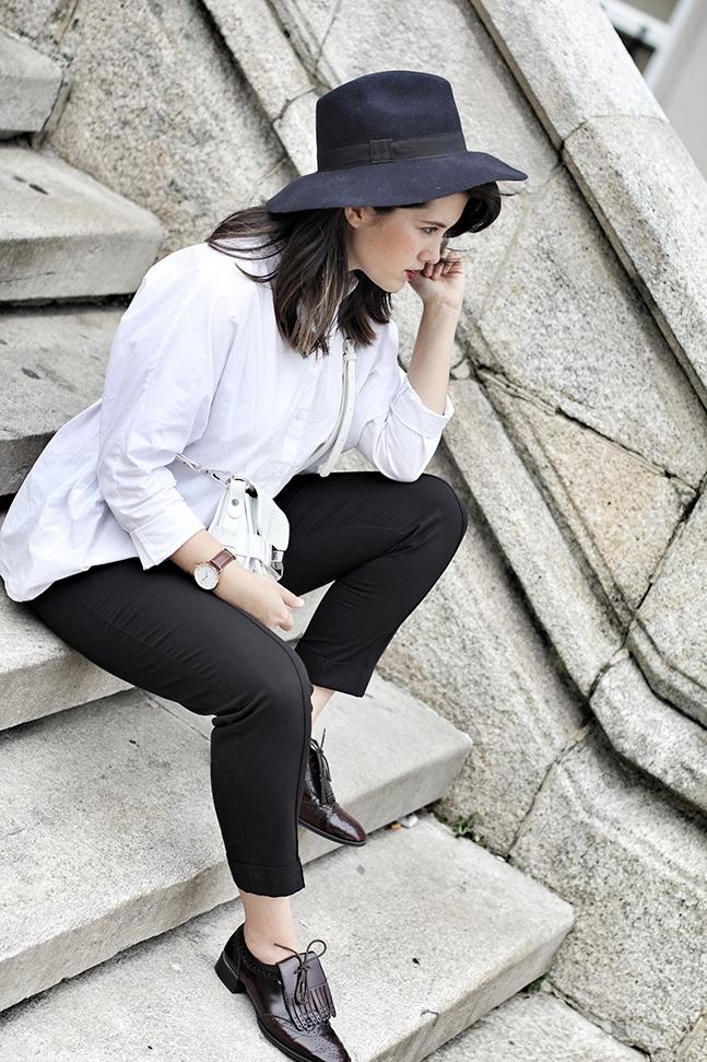 camisa blanca oversize look de basicos streetstyle myblueberrynightsblog