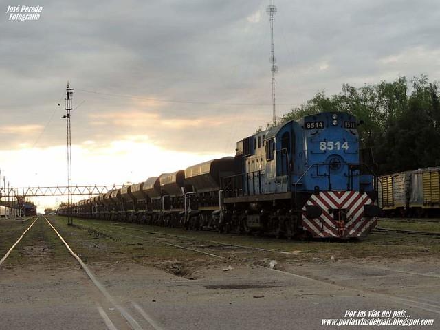 ALCO RSD16 8514 asegurando tren de TMs en Estación Rufino.- www.porlasviasdelpais.blogspot.com