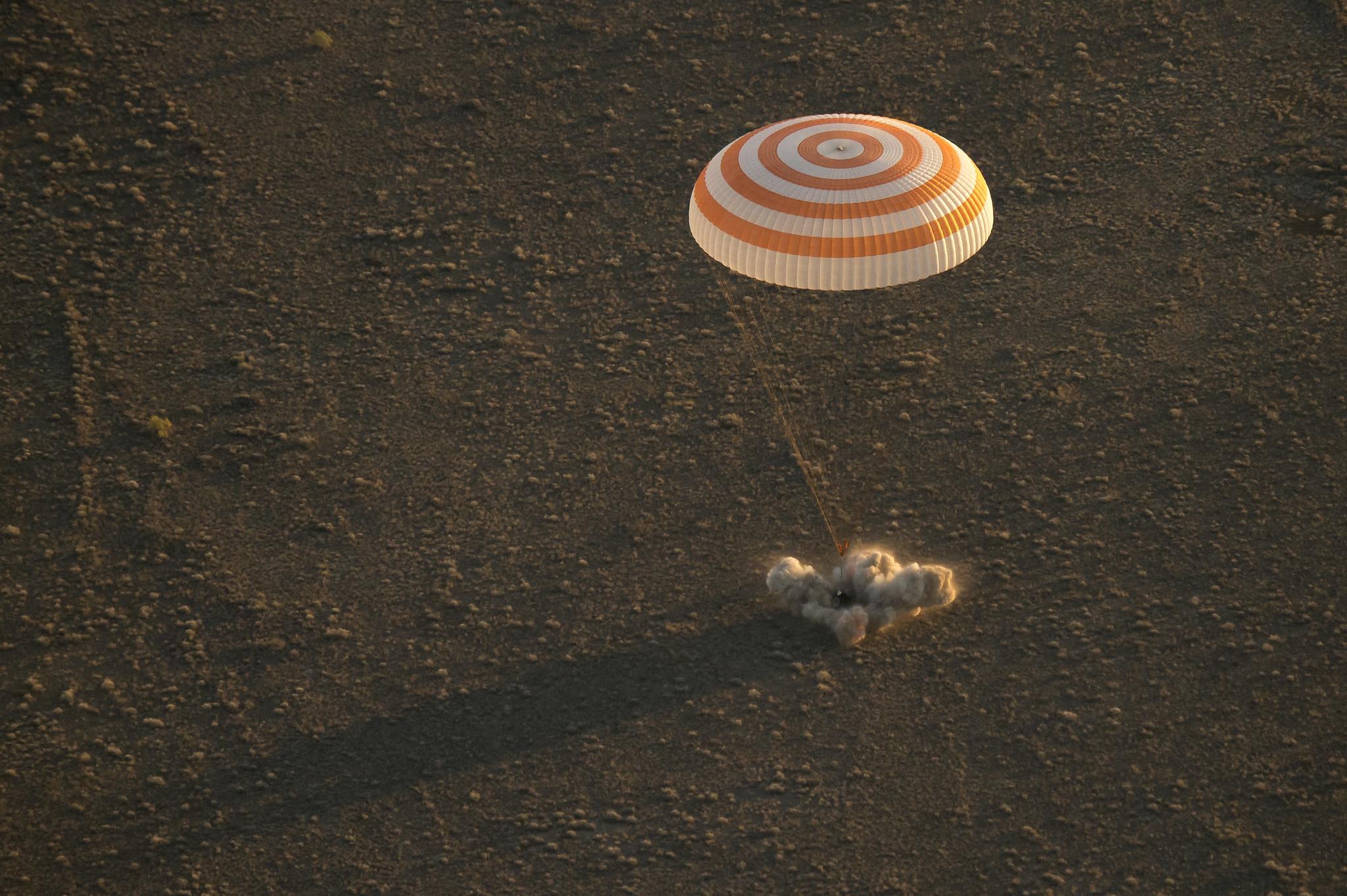 Expedition 48 Soyuz TMA-20M Landing (NHQ201609070002)