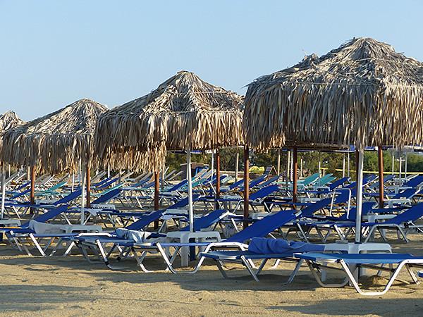 parasols plage de Naxos