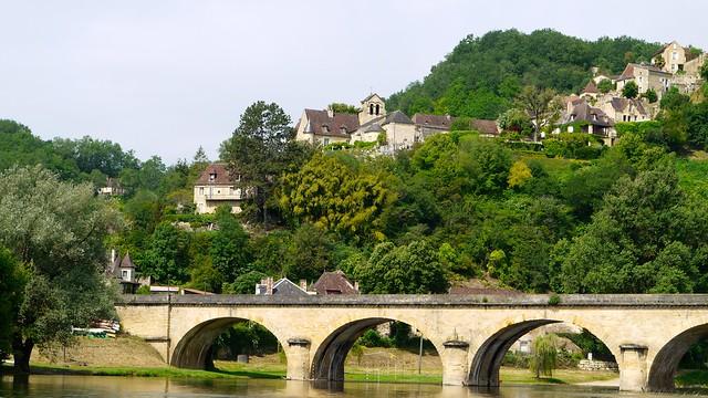P1000330 Castelnaud-la-Chapelle, de l'autre côté de la Dordogne en face du château de Castelnaud