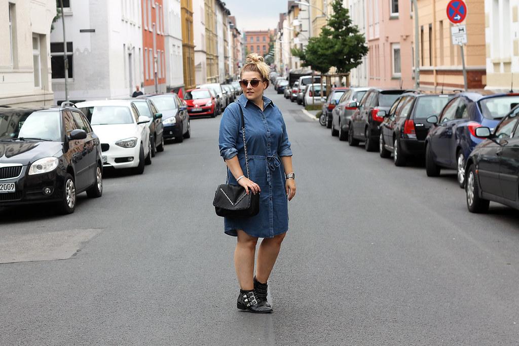 outfit-europapassage-jeanskleid-sommer-trend-look-modeblog-fashionblog-stiefeletten-chloe-lookalike12