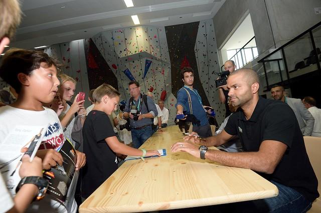 Le basketteur Tony Parker à la rencontre des élèves de 3ème du collège Antoine Guichard de Veauche