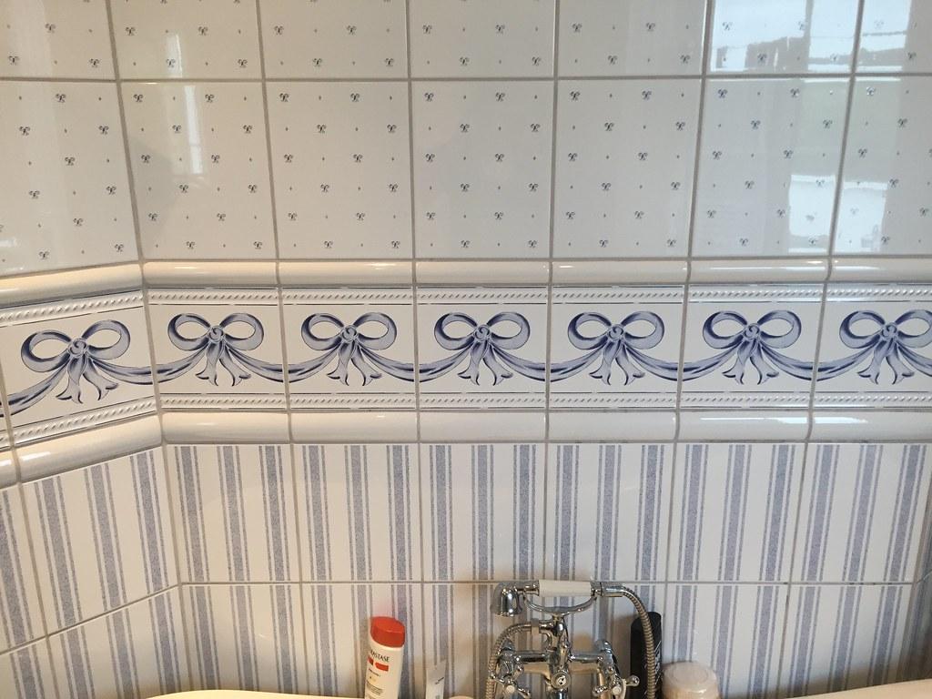 Badrummet före billig badrumsstyling