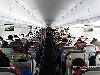 LATAM A321 cabin view full pax (RD)