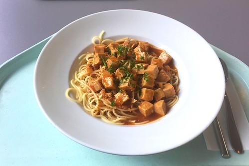 Diced wild salmon in ramson tomato sauce with spaghetti / Wildlachswürfel in Bärlauch-Tomatensugo mit Spaghetti