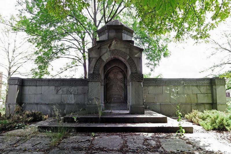 Simferopol, Armenian Cemetery, Tomb of Spendiarovs, 2016.06.18 (02)