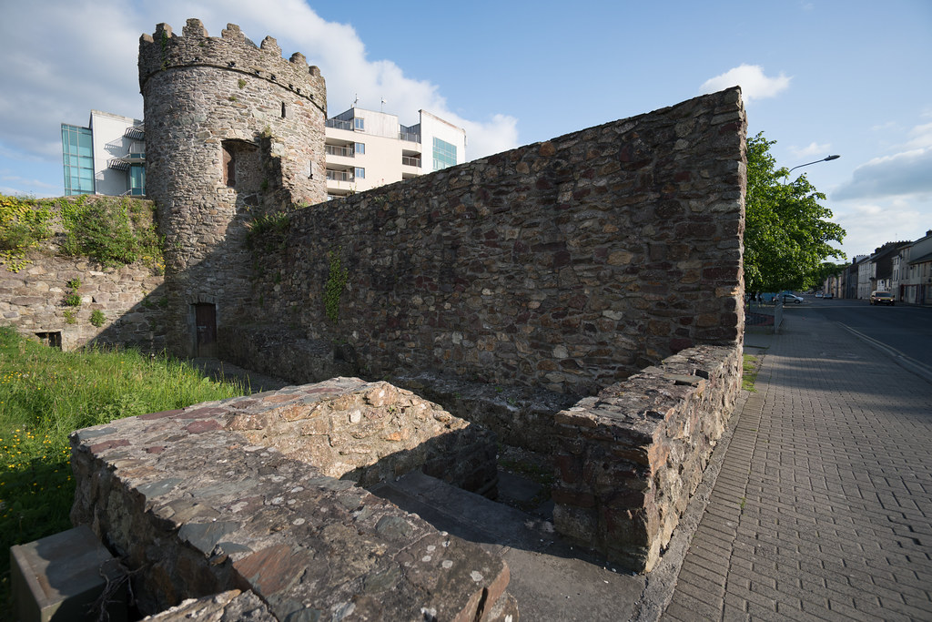 THE WATCH TOWER IN WATERFORD CITY [PHOTOGRAPHED MAY 2016]-120904