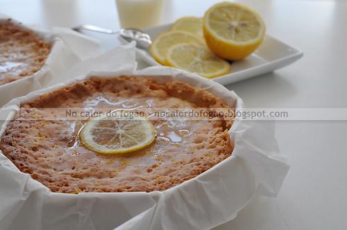Bolo de chocolate branco e limão - inteiro