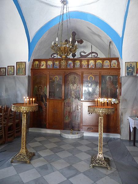 dans la petite église de Paros
