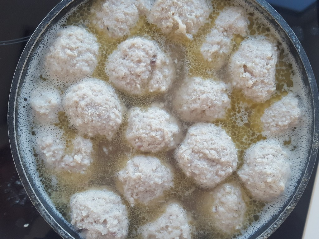 Recipe for Homemade Danish Meatballs and Curry sauce (Boller i karry)