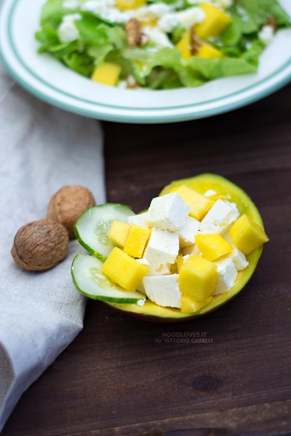 Insalata di mango con feta e noci
