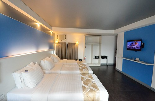 pillows hotel cebu family room