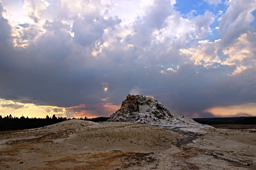 IMG_8703_White_Dome_Geyser_on_Firehole_Lake_Drive