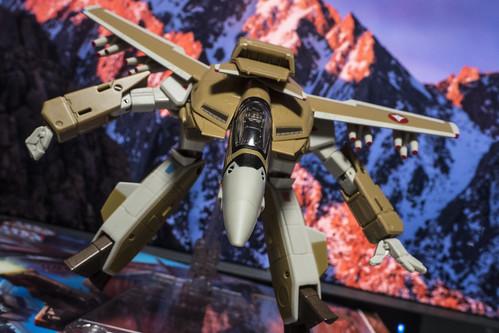 HI-METAL R VF-1A VALKYRIE_04