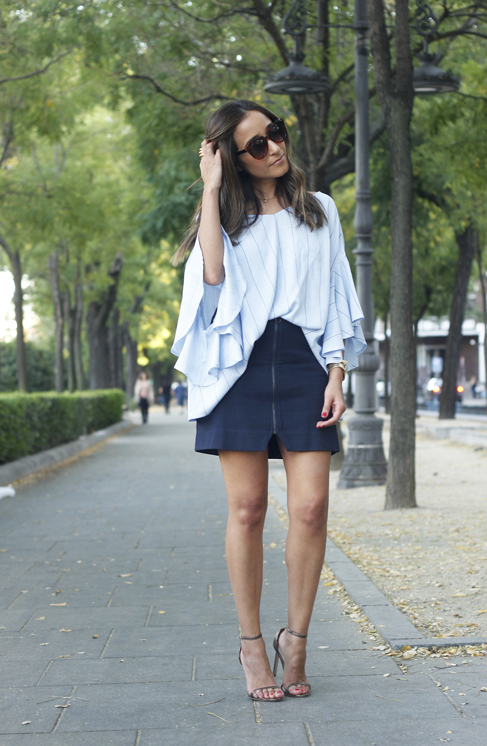Blue Striped Tie V Back Ruffle Sleeve Blouse blue skirt bronze heels outfit style fashion03