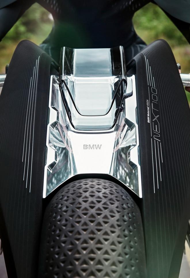 2016-BMWMotorradVisionNext100-38