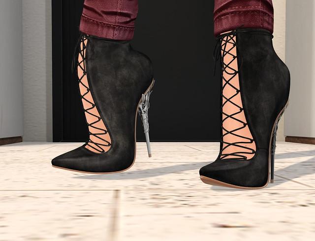 Monetti heels, Reign