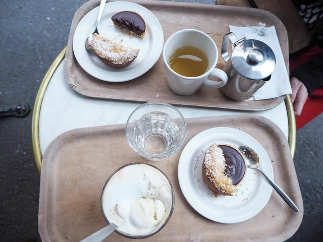 cafe succes, kahvila, cafeteria, helsinki, suomi, finland, korkeavuorenkatu, visit finland, visit helsinki, inspiration, hyvä kahvila, good cafe, parisian vibes, cafes, helsinki tips, kahvilat, paras, best, terassi, terrace, syksy, autumn, perinteinen, elegantti, kaunis, leivonnaiset, pastry, pastries, paris moment in the middle of helsinki, suositus,recommendation, tee, tea, chocolate cake, suklaakakku, sitruunakakku, lemon cake, ice cream coffee, jäätelökahvi, marble table, like in paris, terrace on fall,ullanlinna, cinnamon roll, giant, jättikorvapuusti, tunnettu, klassikko,